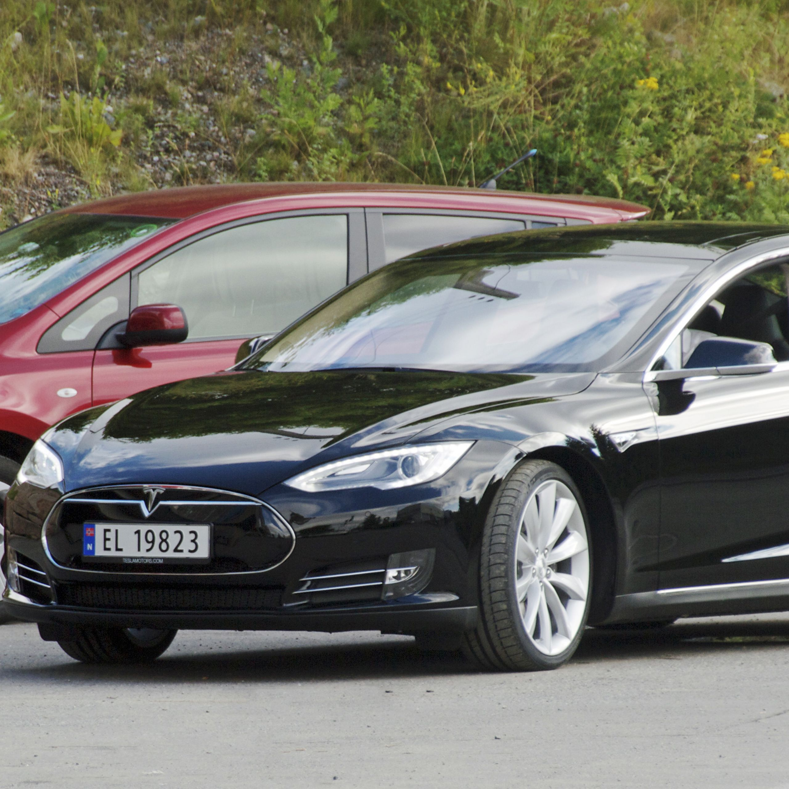 What Tesla Drives Itself Awesome Battery Electric Vehicle