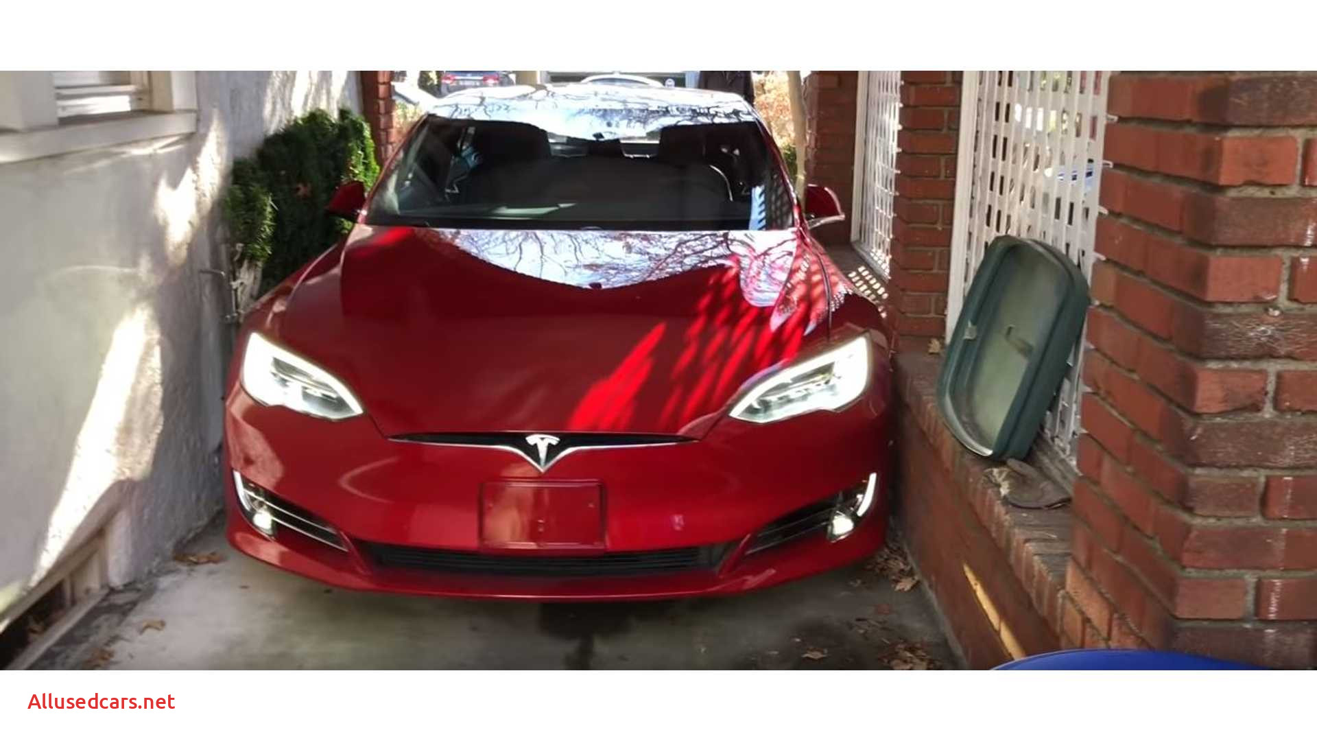 watch this tesla model s summon into incredibly tight spot