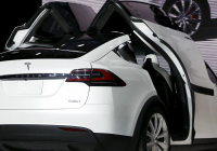 Tesla with Gullwing Doors Lovely Falcon Doors Car & Loading